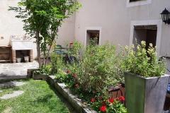jardin-casa-rural-dona-catalina-3-min